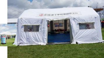 負傷者を救う赤十字のテント。